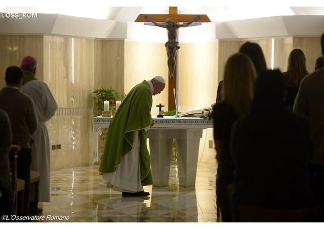 Papa: A oração faz milagres.